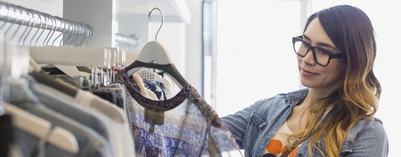 REMAKE young woman shopper